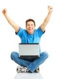 Glücklicher Mann mit Laptop Stockbilder
