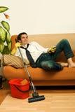 Glücklicher Mann mit Mopp Stockfotografie