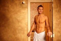 Glücklicher Mann nach Sauna Stockfotos