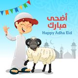 Glücklicher moslemischer Junge mit Eid Al-Adha Sheep lizenzfreie stockfotografie