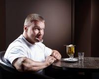 Glücklicher muskulöser Mann Stockbilder