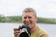Glücklicher Naturphotograph Stockfotos