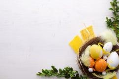 Glücklicher Ostern-Dekorationshintergrund Stockbilder