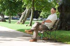 Glücklicher pensionierter Mann stockfotos