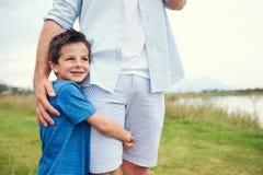 Glücklicher sicherer Junge stockfotografie