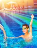 Glücklicher Sieger im Pool Stockbilder