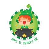 Glücklicher St- Patrick` s Tageskobold mit Goldschatz Stockfotos