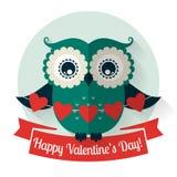 Glücklicher Valentinstag! Vektorgrußkarte mit flacher Eule Lizenzfreie Stockfotos