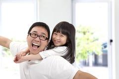 Glücklicher Vater und Tochter Lizenzfreie Stockfotos