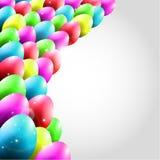 Glücklicher Vektor-Hintergrund mit dem Fliegen von bunten Eiern Lizenzfreie Stockfotos