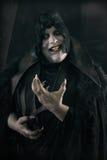 Glücklicher verrückter lächelnder Vampir mit großen furchtsamen Nägeln Undead monst Lizenzfreies Stockfoto