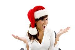 Glücklicher weiblicher tragender Weihnachtsexecutivhut Stockbilder