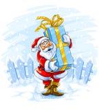 Glücklicher Weihnachtsmann kommt mit großem Weihnachtsgeschenk Lizenzfreies Stockfoto