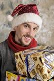 Glücklicher Weihnachtsmann mit Geschenken Stockfotos