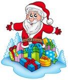 Glücklicher Weihnachtsmann mit Stapel der Geschenke Stockfotografie