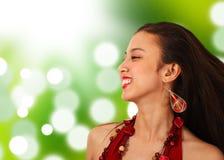 Glückliches asiatisches Mädchen in der Landschaft Stockfotografie