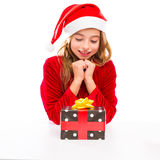 Glückliches aufgeregtes des Weihnachts-Sankt-Kindermädchens mit Bandgeschenk Lizenzfreies Stockfoto