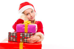 Glückliches aufgeregtes des Weihnachts-Sankt-Kindermädchens mit Bandgeschenken Stockfoto