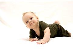Glückliches Baby auf dem weißen Hintergrund Stockbild