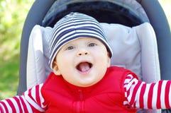Glückliches Baby auf Kinderwagen Lizenzfreie Stockbilder