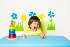 Glückliches Baby am Kindergarten lizenzfreies stockfoto