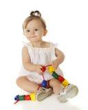 Glückliches Baby mit Perlen Stockfotografie