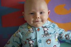 Glückliches Babyportrait Stockfoto