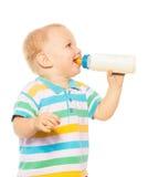 Glückliches blondes Kleinkind mit Formel Stockbild
