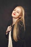 Glückliches blondes Mädchen Lizenzfreie Stockfotografie