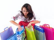Glückliches Einkaufsmädchen lizenzfreies stockfoto