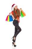 Glückliches Einkaufenmädchen auf weißem Hintergrund Stockfotografie