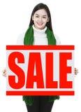 Glückliches Einkaufenmädchen auf weißem Hintergrund stockfoto