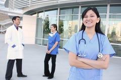 Glückliches erfolgreiches Ärzteteam Lizenzfreies Stockfoto