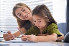 Glückliches Familienmalereibild zusammen Lizenzfreie Stockbilder