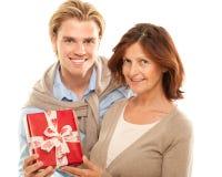 Glückliches Familienschauen lizenzfreies stockbild