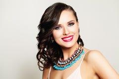 Glückliches Frauen-Mode-Modell Lizenzfreie Stockfotografie
