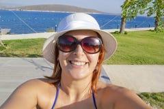 Glückliches Frauen selfie Stockbild