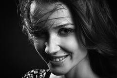 Glückliches Frauenlächeln lizenzfreies stockfoto