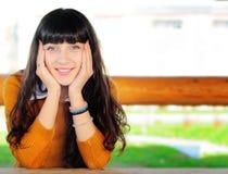 Glückliches Frauenportrait Lizenzfreie Stockfotografie