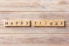 Glückliches Freitag-Wort geschrieben auf hölzernen Block Glücklicher Freitag-Text auf Tabelle, Konzept Lizenzfreies Stockfoto