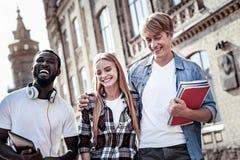 Glückliches frohes Studentenlachen Lizenzfreie Stockbilder