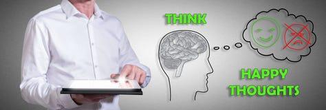 Glückliches Gedankenkonzept mit dem Mann, der eine Tablette verwendet Lizenzfreie Stockfotografie