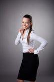 Glückliches Geschäftsfraulächeln zu Ihnen lizenzfreie stockfotos