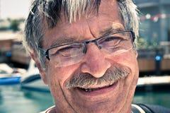 Glückliches Gesicht des älteren Mannes Stockfoto