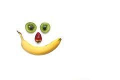 Glückliches Gesicht gebildet mit Früchten stockfotos
