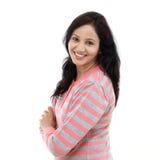 Glückliches Gestikulieren der jungen Frau offene Hände Lizenzfreies Stockfoto