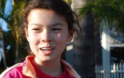 Glückliches, hübsches Mädchen Stockfoto