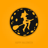 Glückliches Halloween-Konzept mit Mond und Hexe auf einem Besenstiel Stockbilder