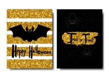 Glückliches Halloween Schwarzer Schläger auf einem goldenen Hintergrund Spinnen und Web Universalkarte, Fahne, Aufkleber Lizenzfreie Stockfotos