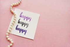 ` Glückliches ` handgeschrieben mit Aquarell in der Kalligraphieart Stockfoto